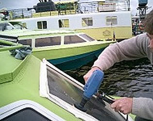 yacht window polishing